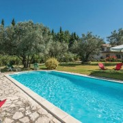 agriturismo con piscina week end vicino roma
